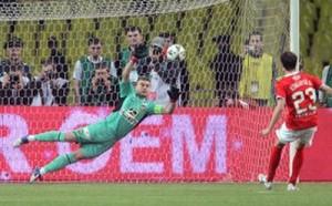Игроь отбивает пенальти в полуфинале Кубка России.